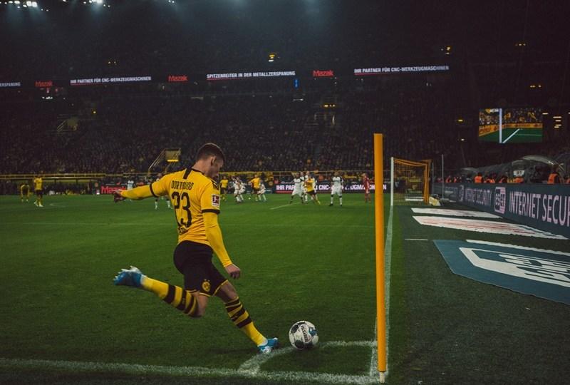 Dear Rama Sugianto, Tidak Perlu Lucu untuk Jadi Komentator Sepak Bola, bundesliga