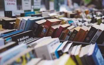 tipe mahasiswa semester awal akhir saat membeli buku menurut penjual buku murah nawar cara diskon aturan penerbit mojok