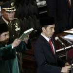 foto pelantikan jokowi sumpah diskusi pemecatan presiden fakultas hukum ugm dituduh makar mojok.co