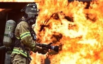 alasan pemadam kebakaran sering terlambat mojok.co