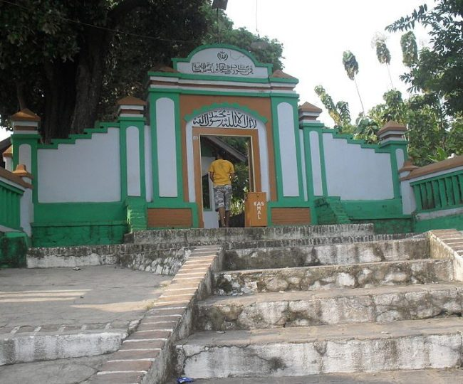 Bukan di Tuban atau Bawean, Makam Asli Sunan Bonang Itu di Bonang, Lasem, Jawa Tengah MOJOK.CO