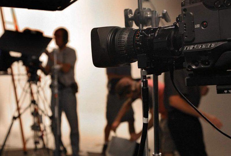 pengalaman kerja di stasiun tv bagian produksi mojok.co