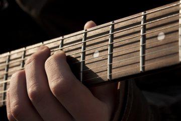 Udah Gitaran Aja, Dik Meliani