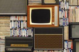 Peluang Industri Kreatif dan Belahan Tetek di Televisi