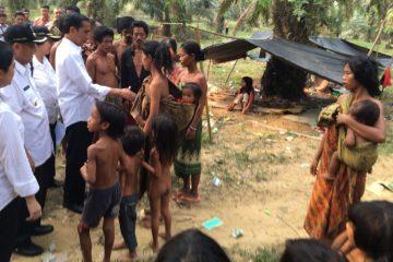 Karena Nasib Suku Anak Dalam Tidak Lebih Penting dari Foto Jokowi