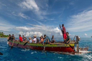 Antara Sastra, Sejarah, Tionghoa, dan Papua