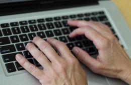 Semoga Para Keyboard Warrior Itu Perang Betulan di Jalanan