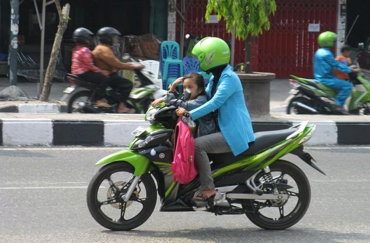 Emak-Emak Sang Raja Jalanan