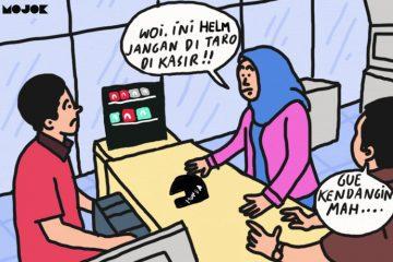 Setelah Kinderjoy, Netizen Permasalahkan Peletakan Kondom di Rak Meja Kasir