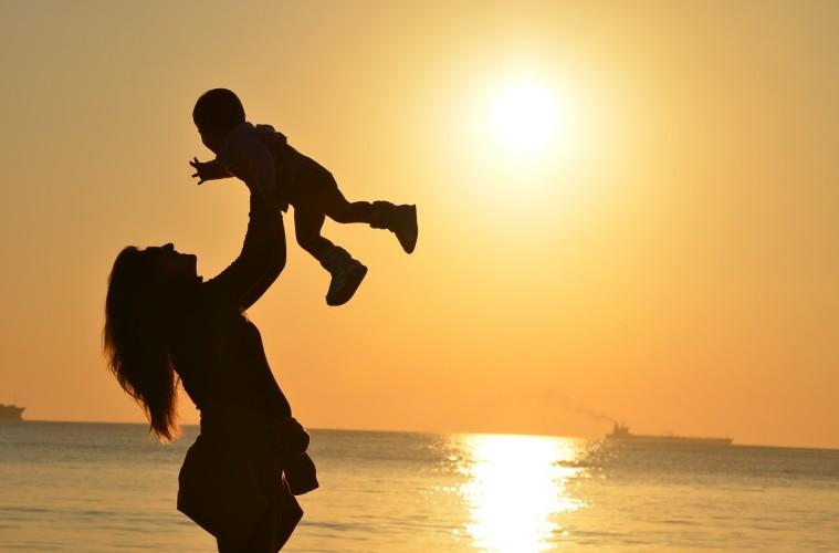 Seruan untuk Emak-emak Muda: Nikmatilah Duniawi Jangan Salahkan Jokowi