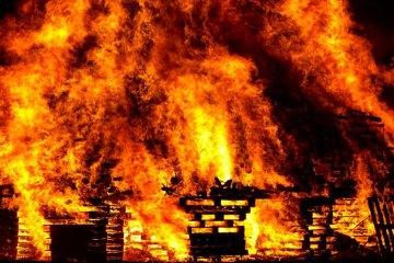 Asyiknya Membakar Rumah Ibadah Orang Lain
