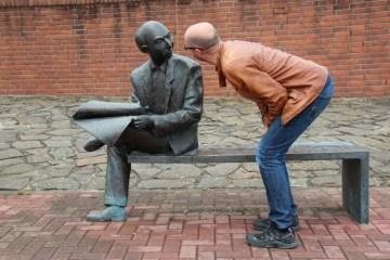 Percakapan Sederhana dengan Aparatur Negara