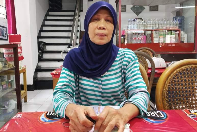 Ernita Munar, pemilik RM Padang Sabananyo. Foto oleh Chandra Wulan/Mojok.co