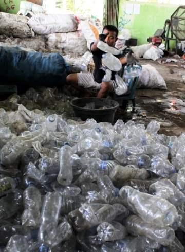 Ada rupiah di tumpukan sampah