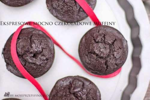 ekspresowe-mocno-czekoladowe-muffiny