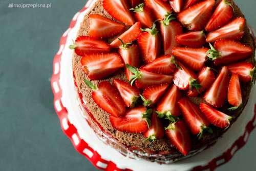 Tort serowo-śmietankowy z truskawkami