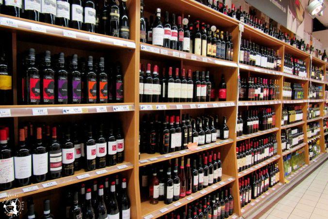 Mój Punkt Widzenia Blog - wino na sklepowych półkach