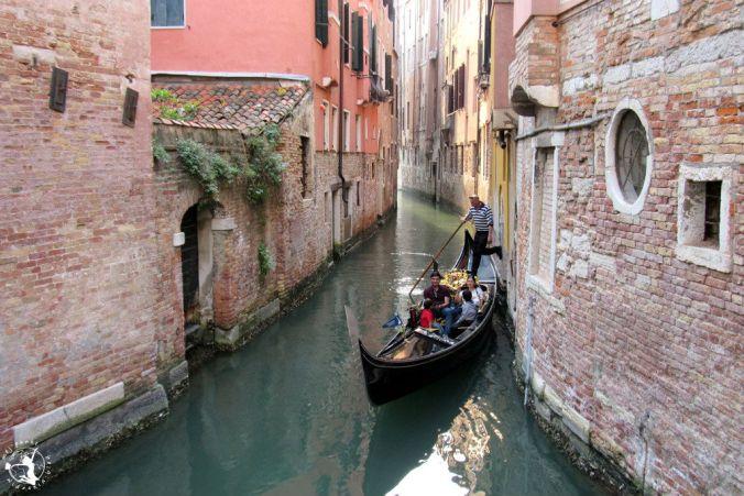 Mój Punkt Widzenia Blog - turyści w gondoli