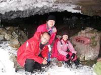 大幽洞窟前にて