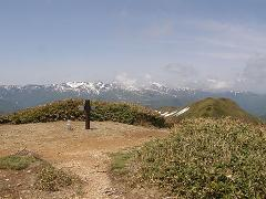 平標山頂と苗場山の展望