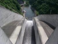 奈良俣ダム放流