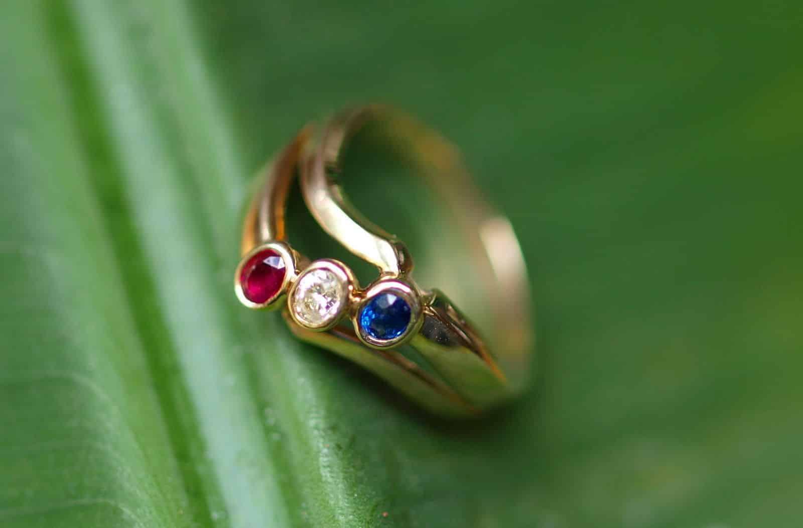 Ring antik Gold 585 Gelbgold mit Rubin Diamant Saphir  Leguan Schmuck Design