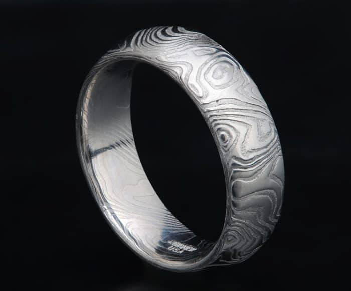 000 Very nice silver ring in stainless steel with several colored stones.