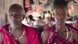 Tanzania Transit - Isaya en William in gebed
