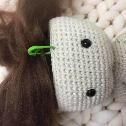 coser pelo al craneo amigurumi