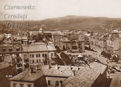 Про Чернівці в старих фото. Вид з ратуші на театральну площу.