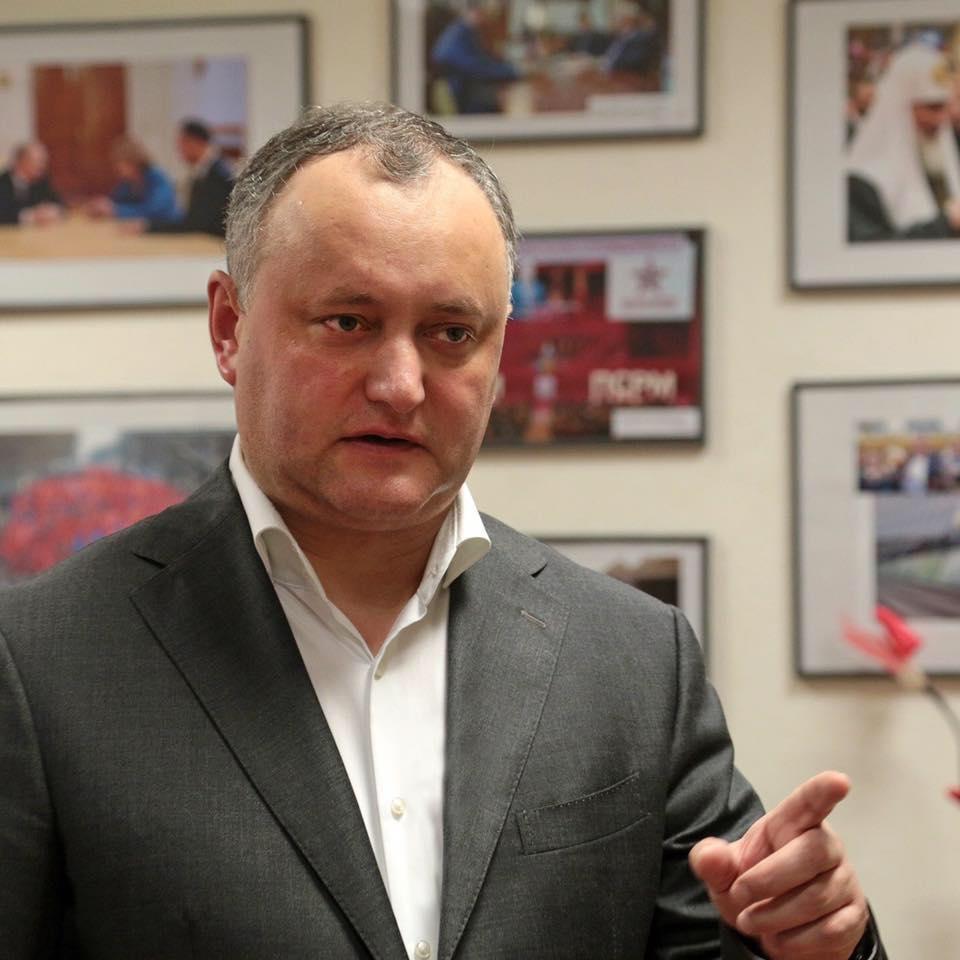 Mesajul lui Dodon către români: N-aveți ce umbla ca Băsescu care a fost fugărit din țară și face politică la noi