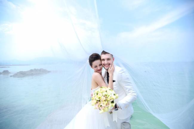 Cristina este fericită alături de soțul ei care îi înțelege meseria. FOTO: Arhivă personală