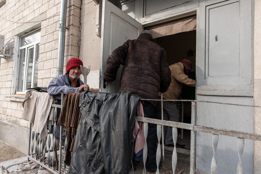REPORTAJ Cum supraviețuiește un boschetar în Chișinău