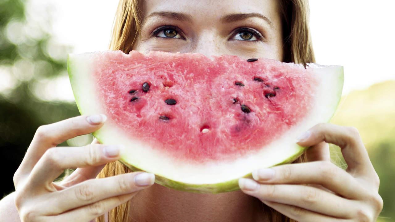 Πώς δε θα χαλάσετε τη διατροφή σας στις διακοπές!