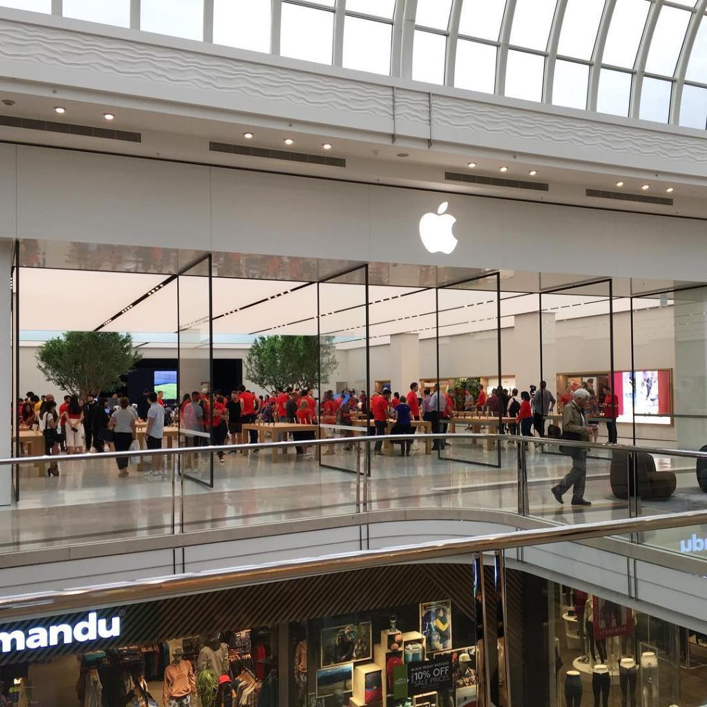 Congratulations to the new applechadstone! This new applestore really sparkles!hellip