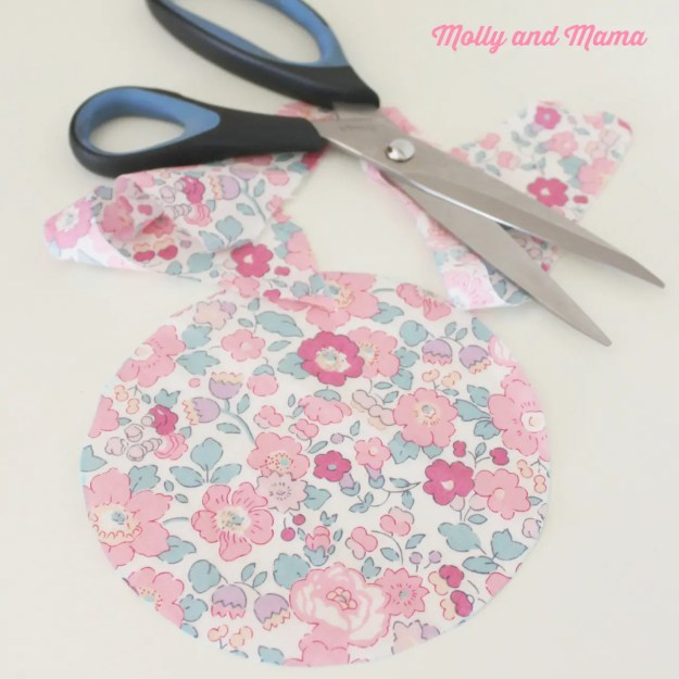 Make a fabric YoYo with Molly and Mama