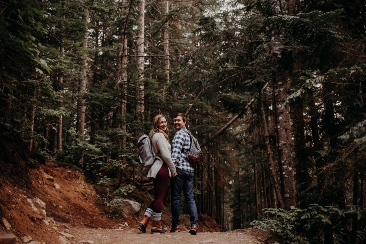photo of couple hiking at Snoqualmie