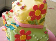 MollyCake's topsy turvy square cake.