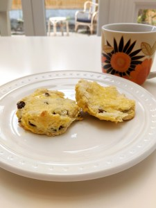 Raisin scone with coffee