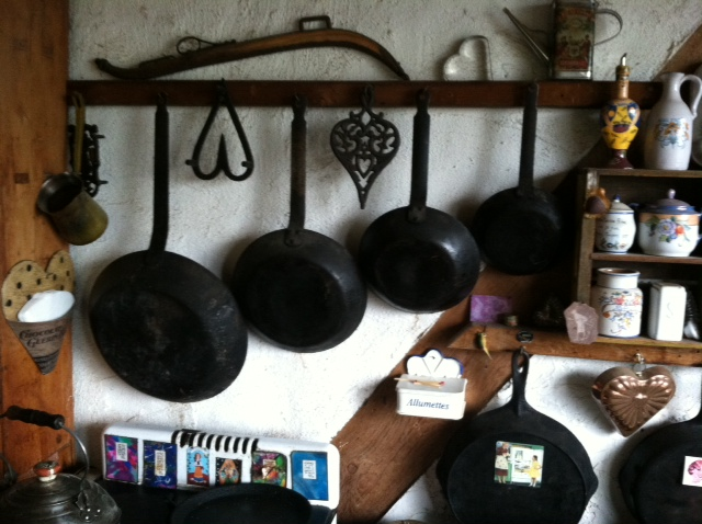 Cast iron hanging in graduated sizes