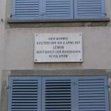 Табличка о том что тут жил Ленин :)