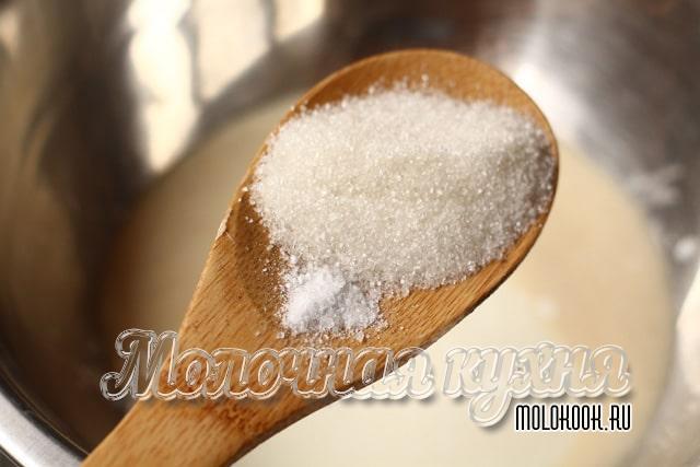 Menambah garam, gula