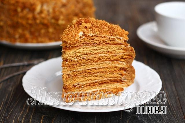 La mejor receta para el pastel de miel con crema agria.