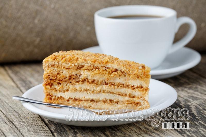 Kue terbaik honeycomb dengan krim dari krim asam