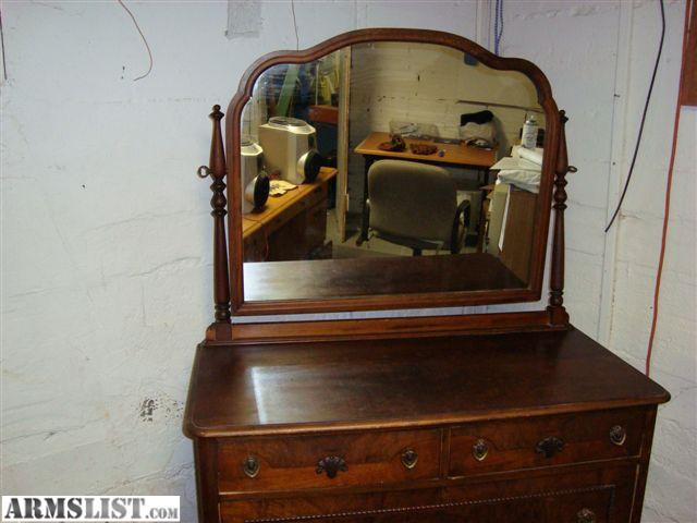 Antique and Beautiful Mirror Dresser For Suite Bedroom