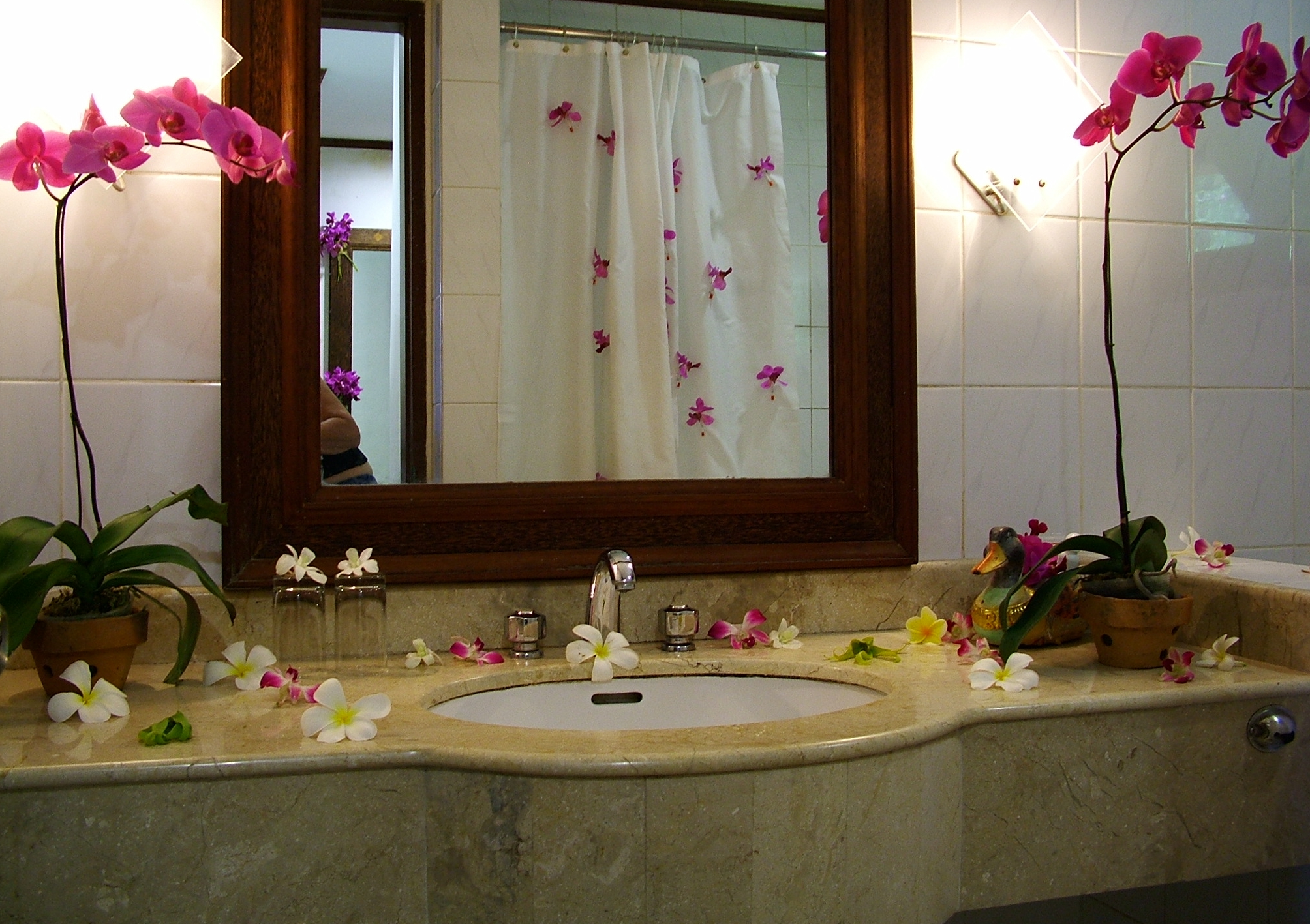 Intercontinent Gorgeous Bathroom Decor To Make Your Bathroom More Beautiful Homeynice