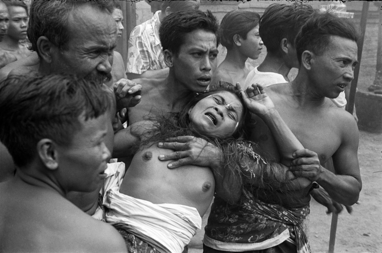 Henri Cartier-Bresson: Baile Barong, Bali @MOMA