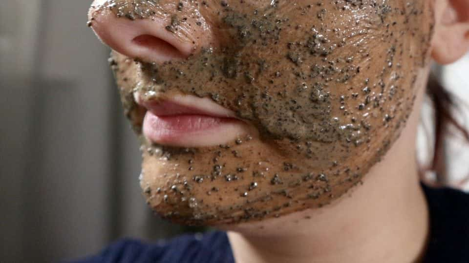 Lush Cup O'COffee Gezichts-en Bodymasker review momambition