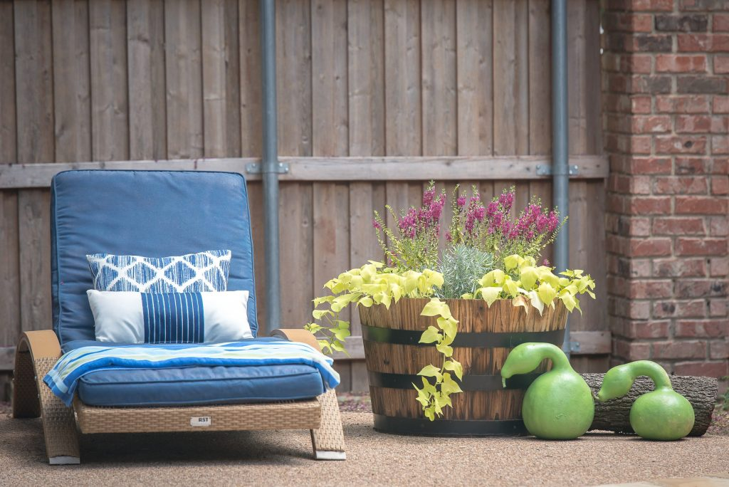 How to Spray Paint your Outdoor Cushions