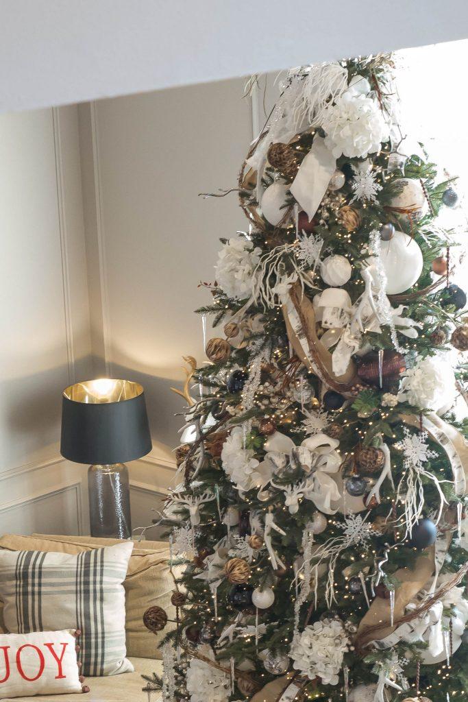 Natural Christmas Decor Theme